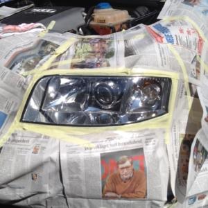 Abgeklebter Autoscheinwerfer
